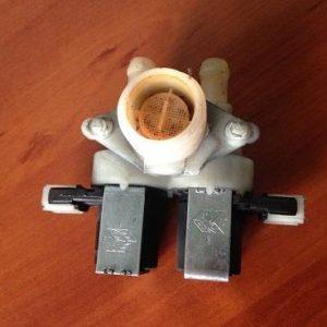 Заливной клапан 33390017 б/у для стиральной машины Indesit WITL 86 (EU), рабочий